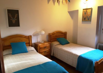 Imagen de uno de los dormitorios dobles de la Casa Rural la Atalaya, Cieza.