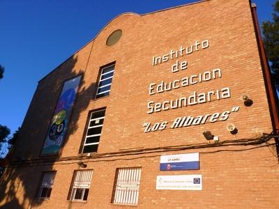 El Ayuntamiento abre el plazo de solicitud de las ayudas al transporte escolar del IES Los Albares