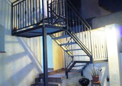 Fabricación e instalación de una escalera exterior en Ascoy Cieza.