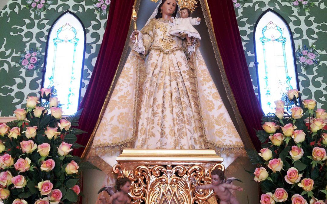 Actos en honor a la Patrona, santa misa, besapié, ofrenda de flores y paso de los niños nacidos este año bajo su manto