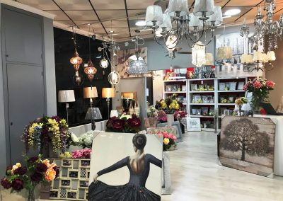 Fotografía de la tienda de Decoravi, tienda de decoración e iluminación en Cieza.