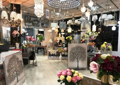 Fotografía del interior de Decoravi, tienda de decoración e iluminación en Cieza.
