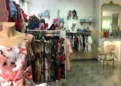 Foto de los vestidos de Dafne tu tienda de moda y complementos en Cieza.