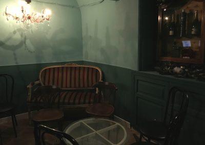 Foto de las mesas de la cafetería Aristogatos Coffee de Cieza.