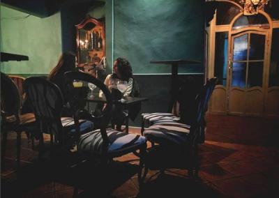 Detalle de unas chicas en la cafetería Aristogatos Coffee de Cieza.