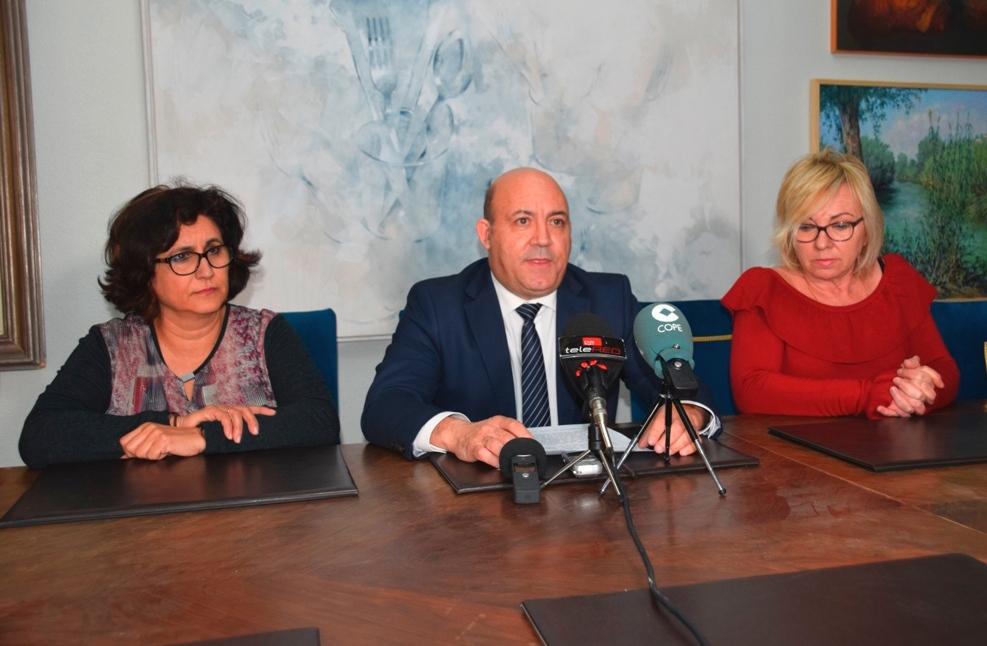 El Alcalde de Cieza reivindica la actuación de los taxistas ciezanos en el aeropuerto regional de Corvera