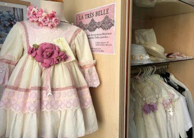 Imagen de varios Vestidos de niña en la Tres Belle en Cieza.