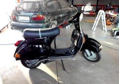 Restauración de Moto Vespa en Taller Radi-Car en Cieza.