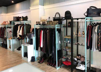 Imagen del expositor de la tienda Marlem, Moda y Complementos en Cieza.