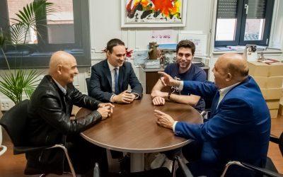 El gerente de la empresa Biometric Vox visita al Ayuntamiento de Cieza