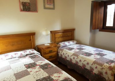 Foto del segundo dormitorio doble de la Casa Rural la Atalaya, Cieza.