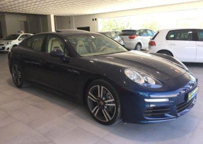 Foto del modelo Porsche Panamera en la exposición de vehículos Ali-Ci Motor en Cieza.