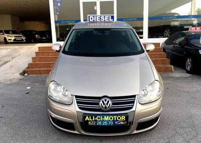 Coche Volkswagen Jetta de la Exposición de vehículos todos los modelos Ali Ci Motor en Cieza.