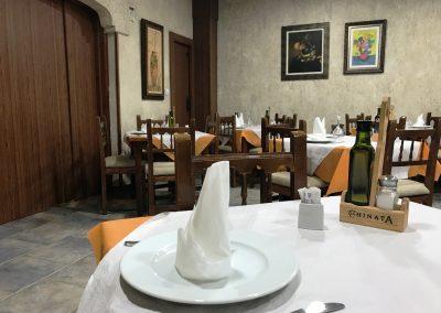 Detalle del salón de Restaurante Casa Mónaco en Cieza.