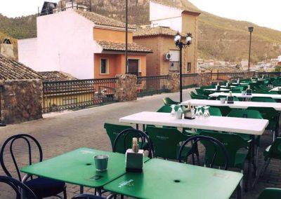 Imagen del Montaje de la terraza de verano en el Sotanillo.