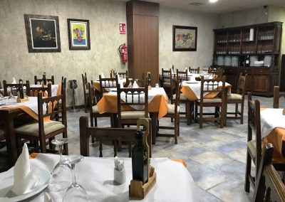 Fotografía del salón interior del Restaurante Casa Mónaco en Cieza.