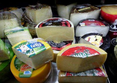 foto de los quesos y Embutidos Artesanos Calentejo, Cieza.
