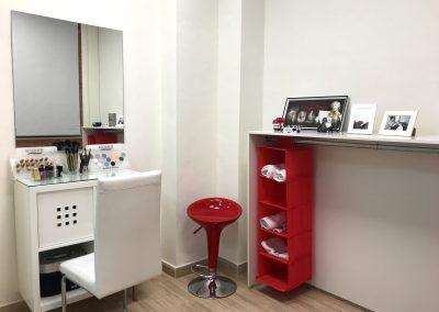 Foto del tocador para maquillar en el Salón de Belleza Ascen en Cieza.