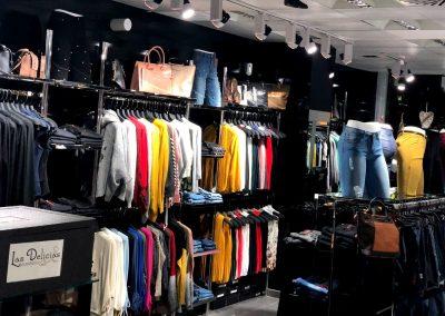 Foto interior de D´Chloe Moda Joven, tienda de ropa en Cieza.