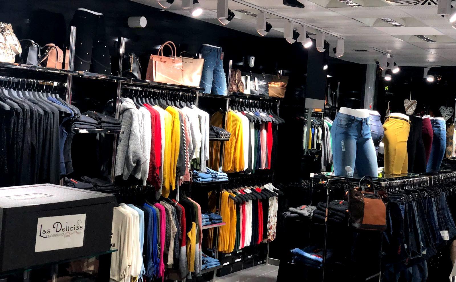 163c342e Foto interior de D´Chloe Moda Joven, tienda de ropa en Cieza.