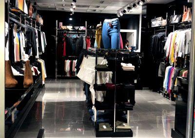 Fotografía Interior D´Chloe Moda Joven, tienda de ropa en Cieza.