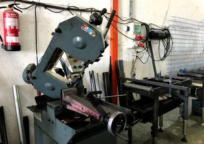 Foto de la máquina de cortar del Almacén de Hierros Cieza.